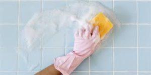 tips på att rengöra badrumskakel